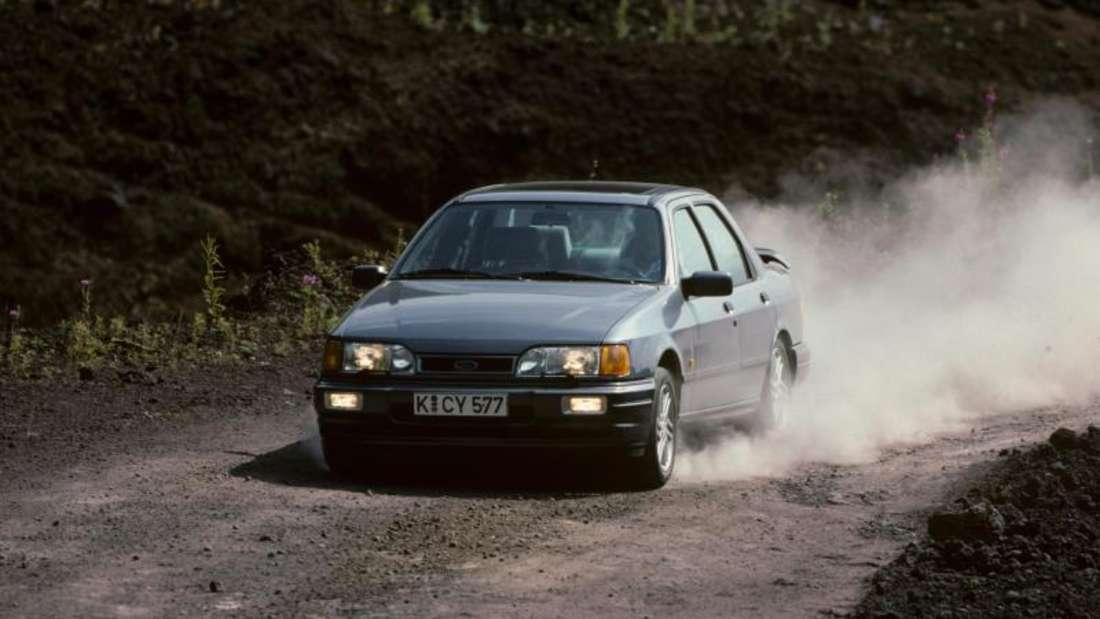 Nachschlag: Vom Facelift des Vorjahres lieferte Ford 1988 die sportliche Cosworth-Variante mit 150 kW/204 PS nach.