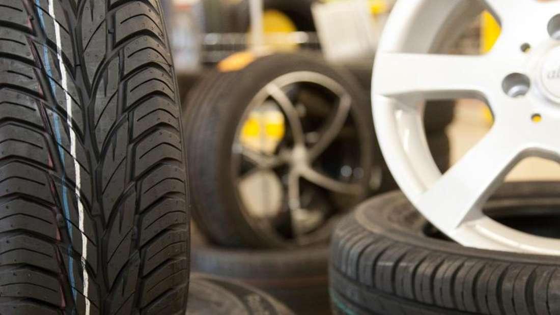 Beim Reifenkauf kann es sich lohnen, auf Vorjahresmodelle zurückzugreifen. Foto: Sina Schuldt/dpa/dpa-tmn