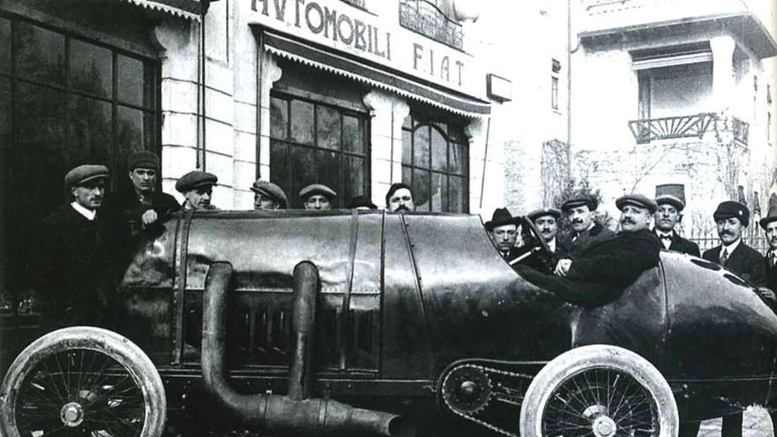 Fiat S76 Record vor dem Werk in Turin 1911