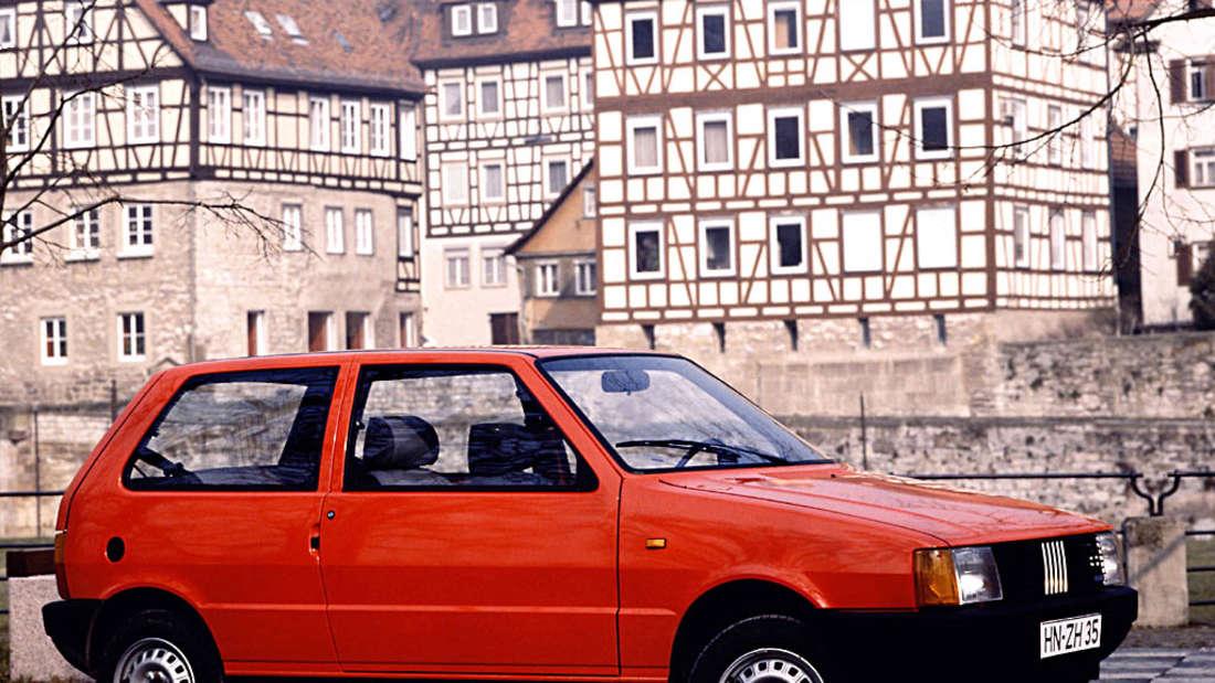 Fiat Uno rot stehend