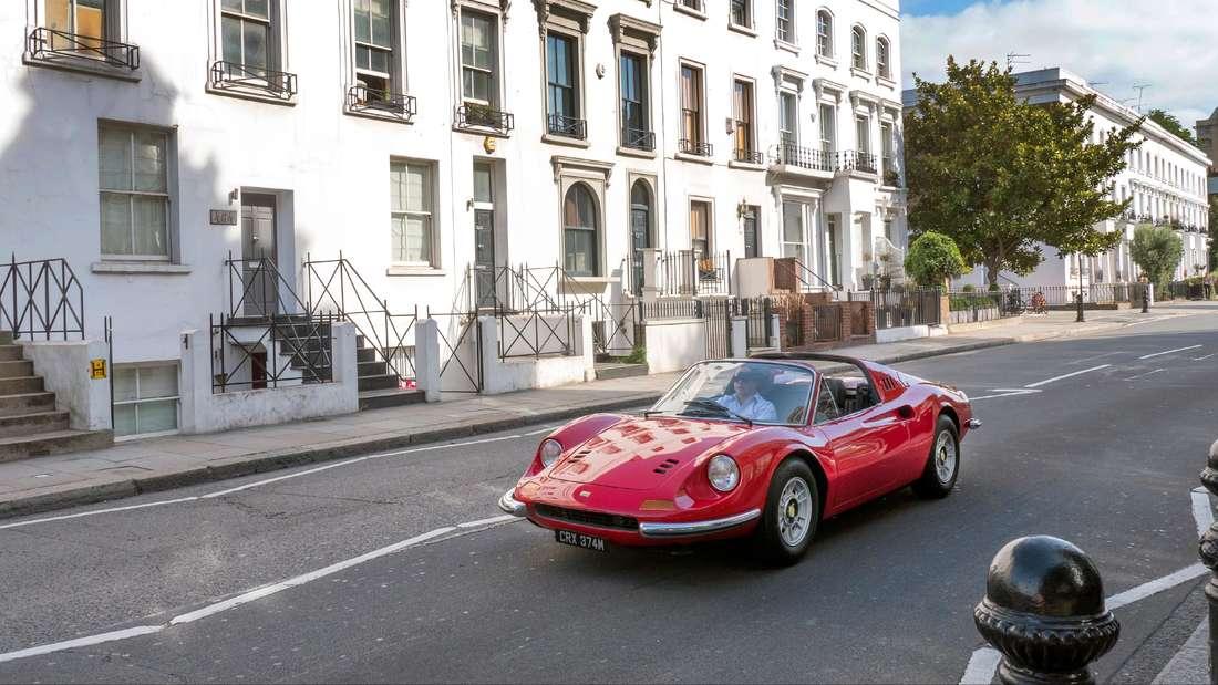 Ferrari Dino fahrend