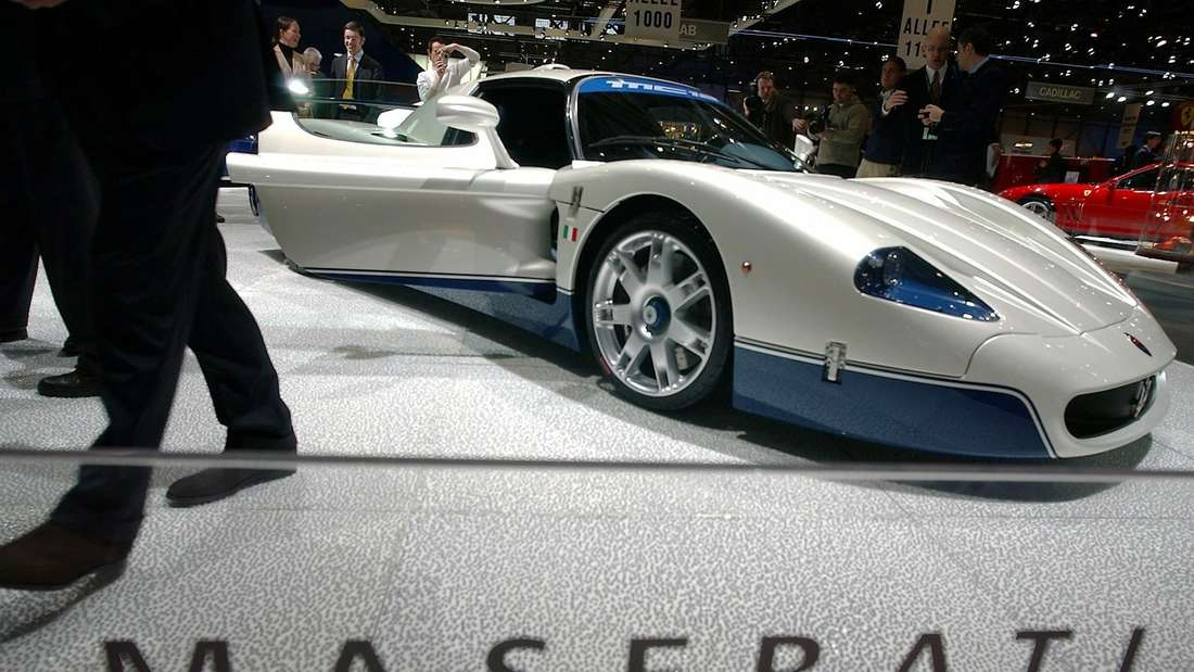 Maserati MC12 stehend auf Messe