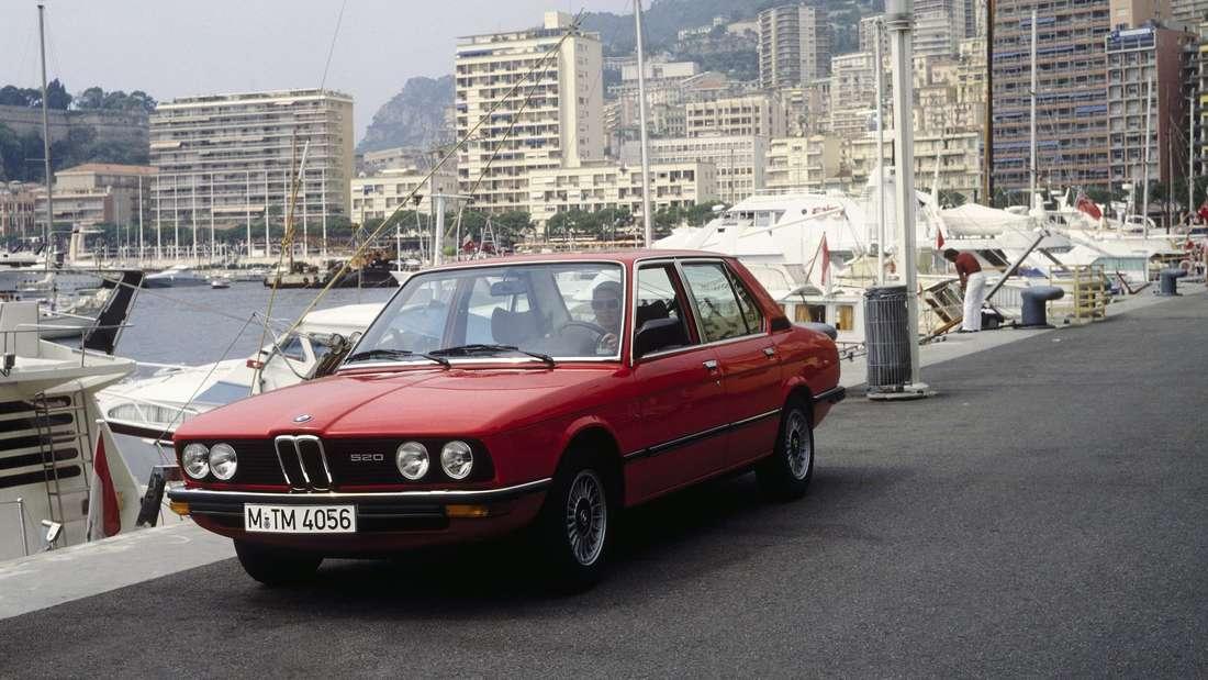 Ein BMW 5er (520) der ersten Generation (E12).