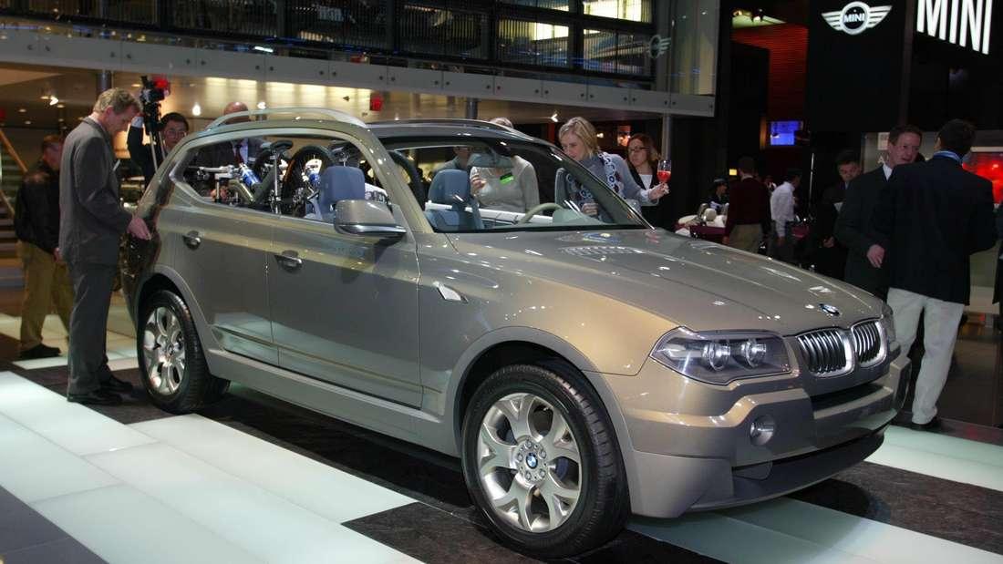 Auf der North American International Autoshow (NAIAS) in der amerikanischen Autometropole Detroit zeigt  BMW im Jahr 2003 die Studie X Activity Concept – eine Vorschau auf den BMW X3.