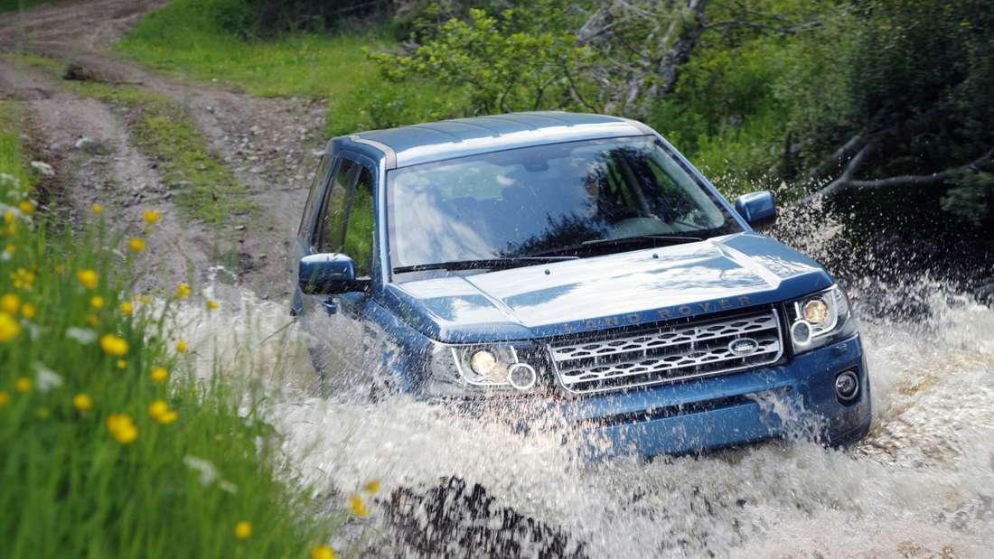 Land Rover Freelander bei Wasserdurchfahrt
