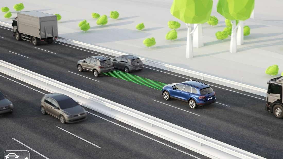 Eine Grafik zum Thema Tempomat beziehungsweise Adaptive Cruise Control (ACC): Zwei Autos fahren auf der Autobahn hintereinander.