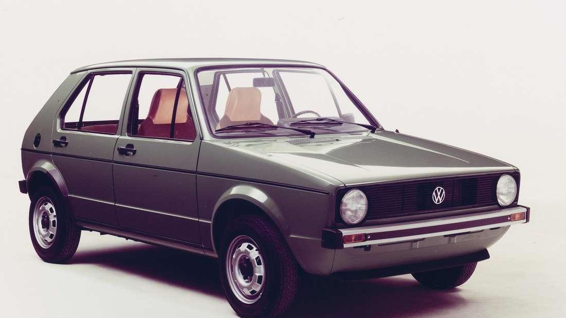Standaufnahme eines grauen VW Golf (Typ 17) der ersten Generation (VW Golf I).