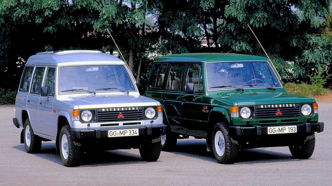 Zwei Mitsubishi Pajero der ersten Generation (L040).