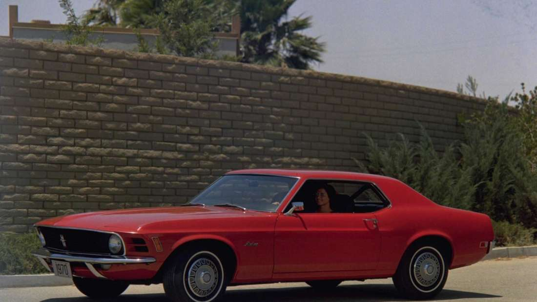 Rotes 1970er Ford Mustang Coupé
