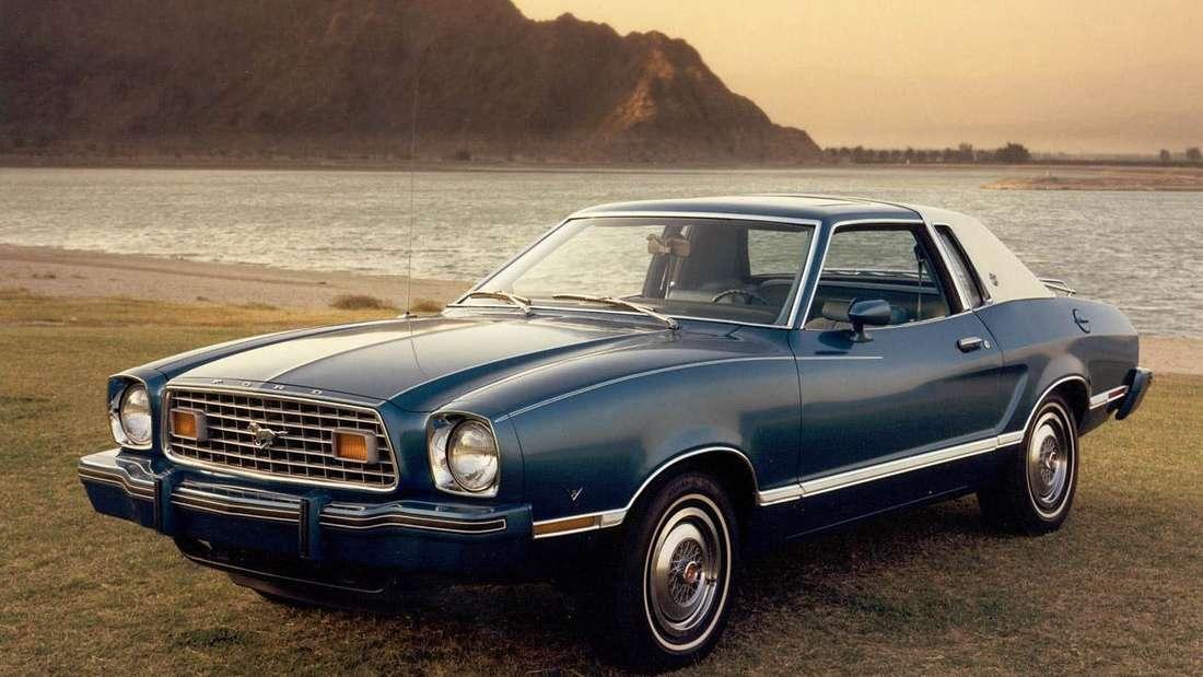 1977er Ford Mustang Coupé in Blau Metallic