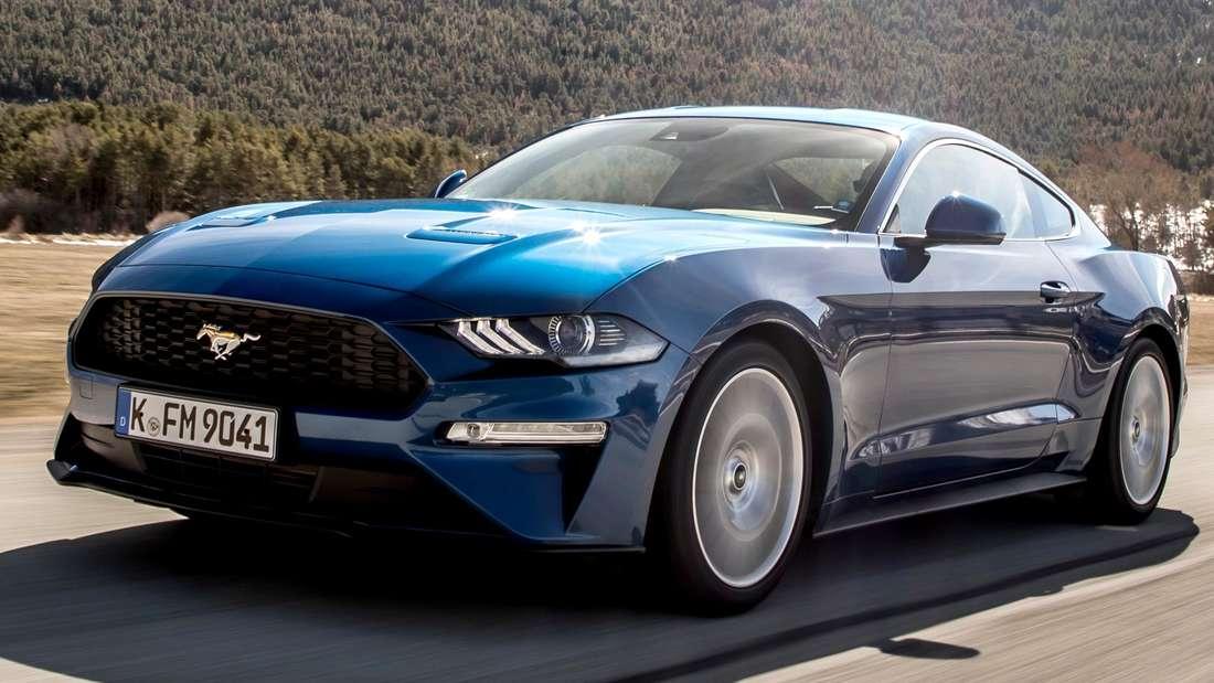 2018er Ford Mustang Coupé in Blau Metallic