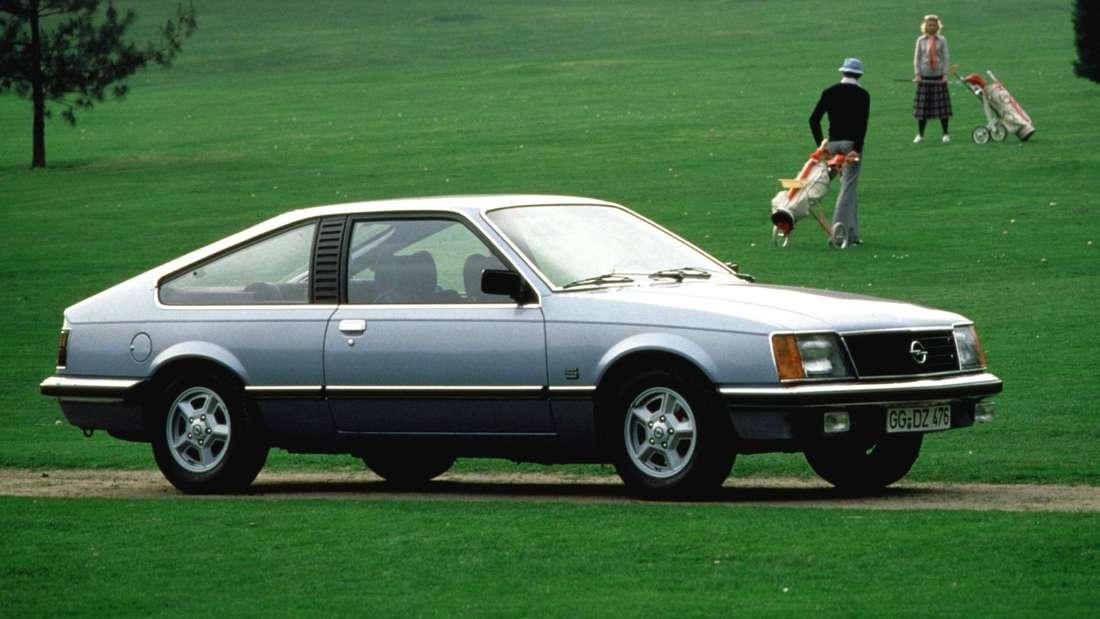 Ein Opel Monza der ersten Generation (Opel Monza A1).