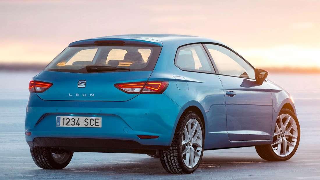 Blauer Seat Leon SC der dritten Generation