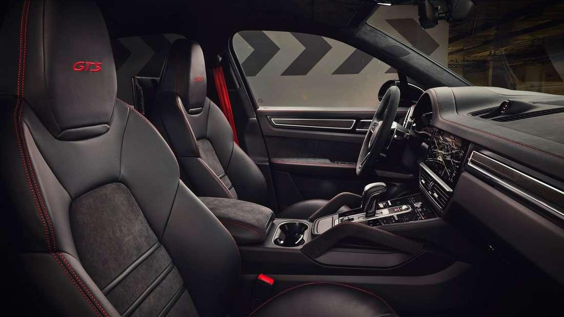 Der Innenraum eines Porsche Cayenne GTS der dritten Generation.