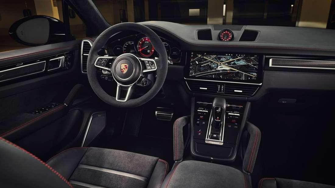 Der Innenraum eines Porsche Cayenne GTS.
