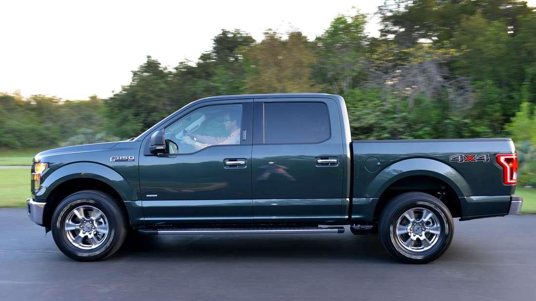 Fahraufnahme eines Ford F150 im Profil
