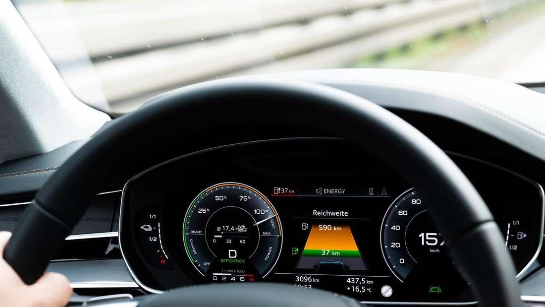 Digitales Cockpit eines Audi A8 60 TFSIe Quattro (Plug-in-Hybrid).