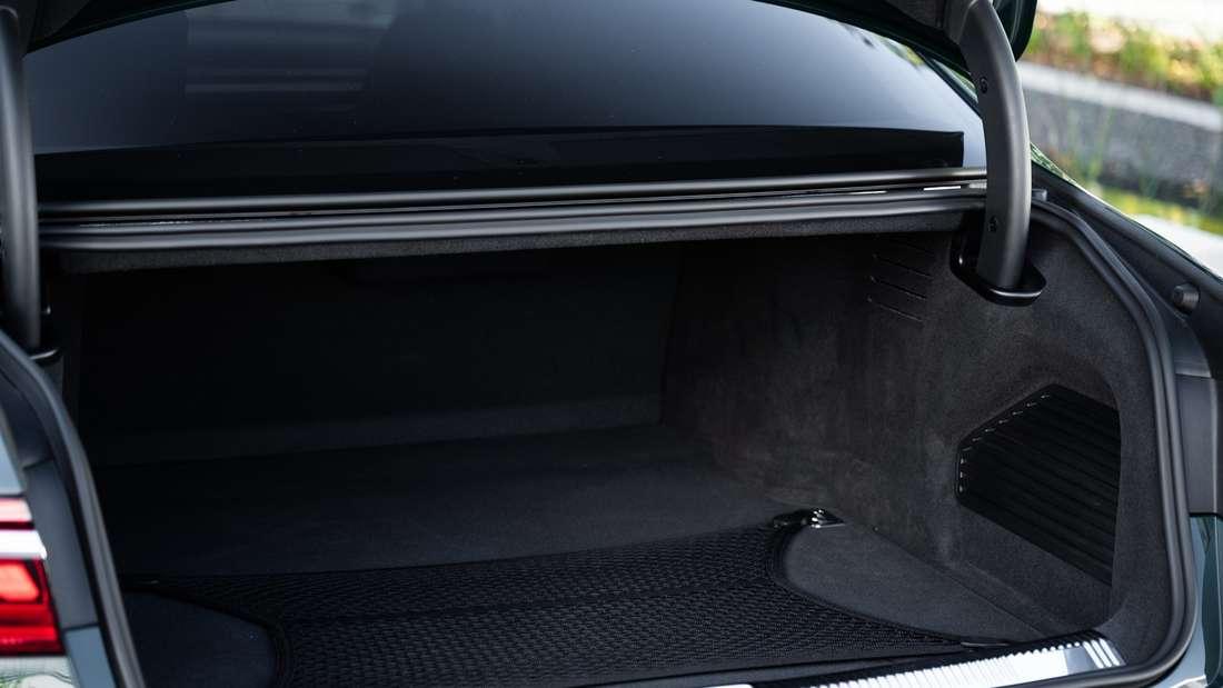 Kofferraum eines Audi A8 60 TFSIe Quattro (Plug-in-Hybrid).