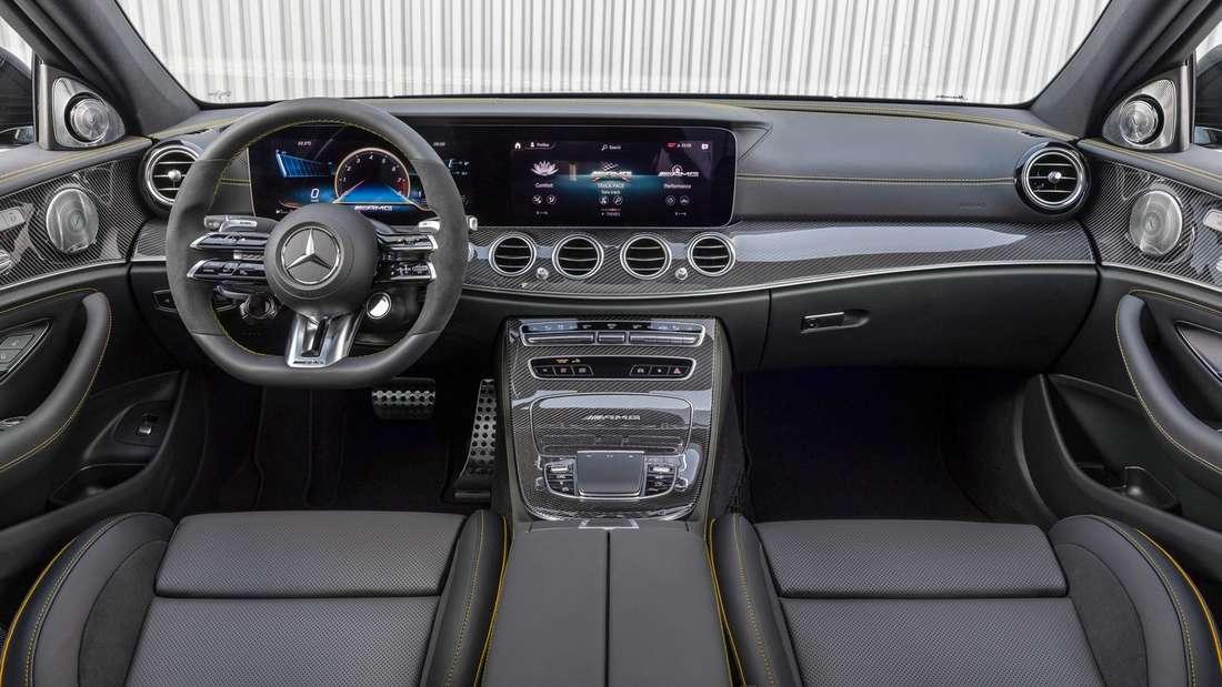Blick in den Innenraum des Mercedes-AMG E63s.