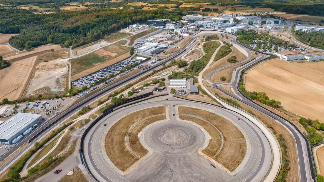 Luftaufnahme des Porsche Testcenters in Weissach.