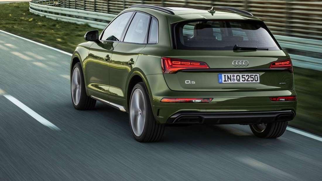Fahraufnahme eines grünen Audi Q5 der zweiten Generation nach dem Facelift.