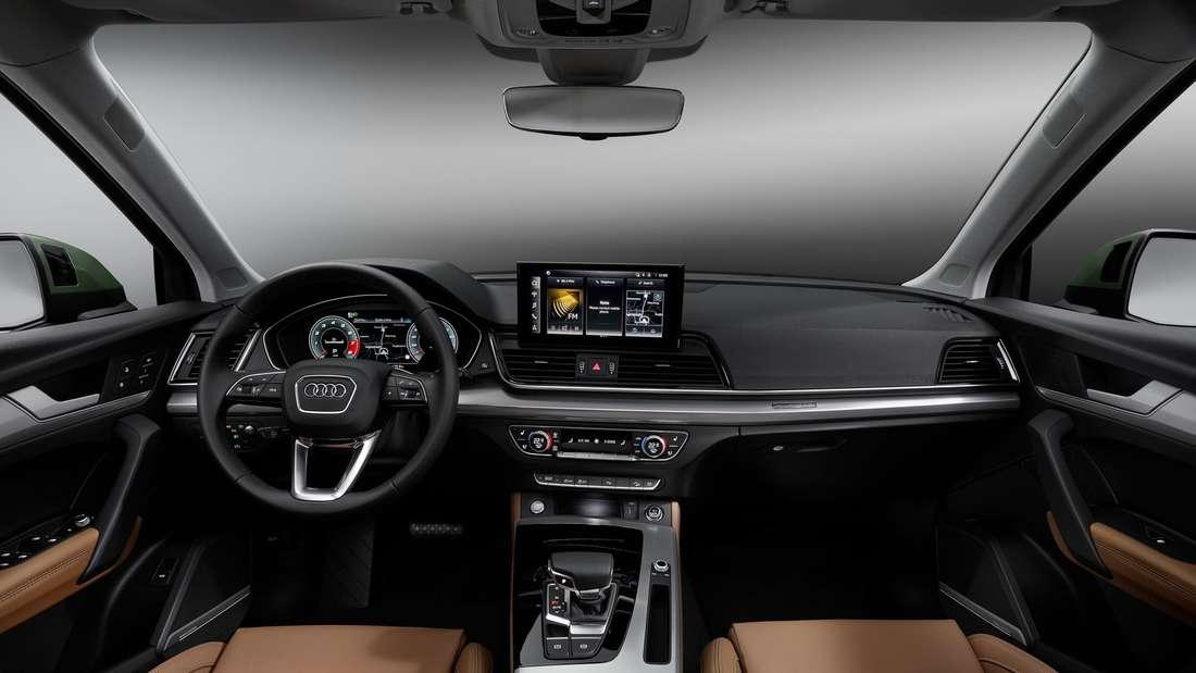 Blick auf das Cockpit eines Audi Q5 der zweiten Generation nach dem Facelift.
