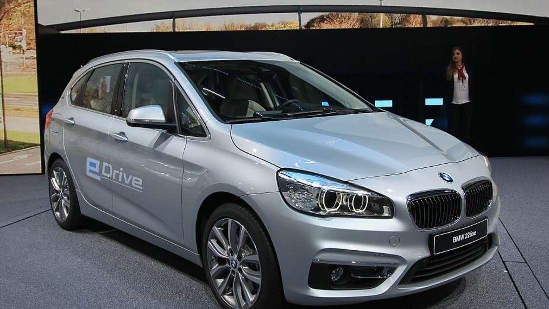 Standaufnahme eines BMW xe Active Tourer von schräg vorn