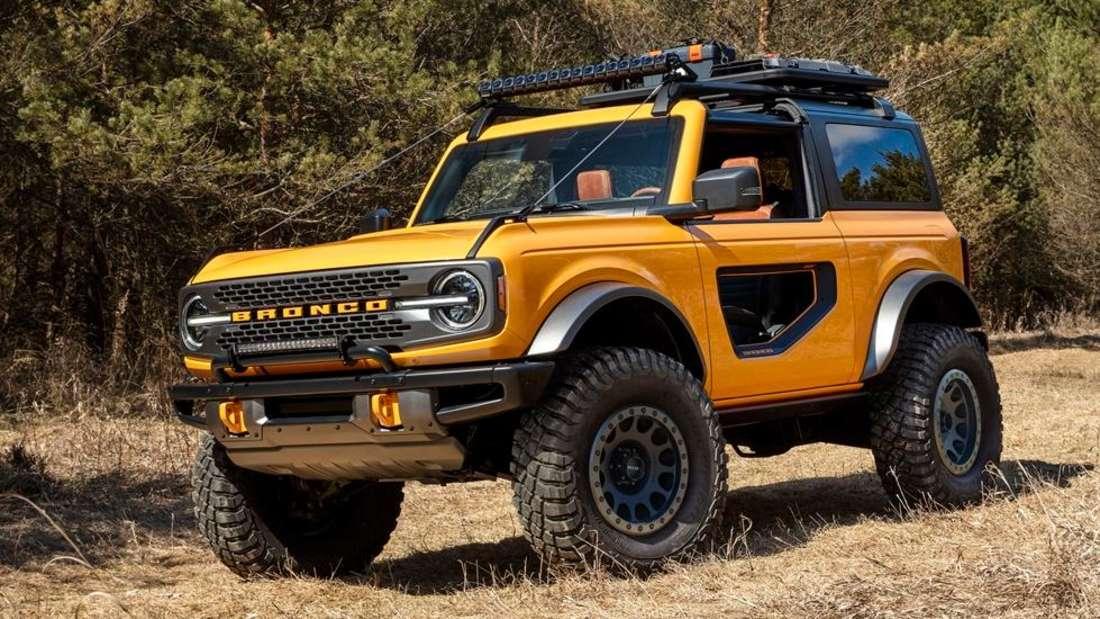 Ein gelber Ford Bronco.