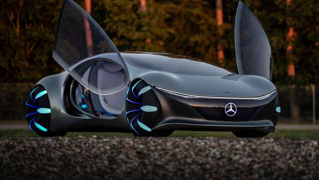 Mercedes Vision AVTR mit geöffneten Türen von schräg vorn