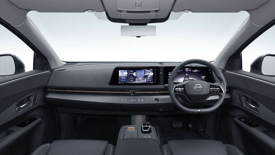 Blick in den Innenraum des Nissan Ariya.