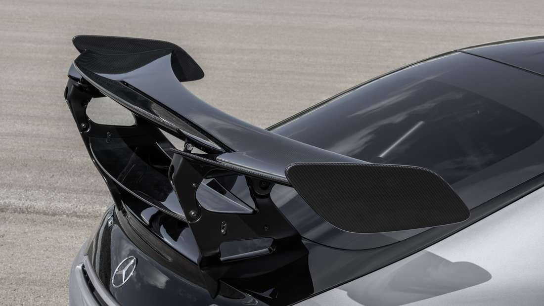 Der gewaltige Heckflügel des Mercedes AMG GT.