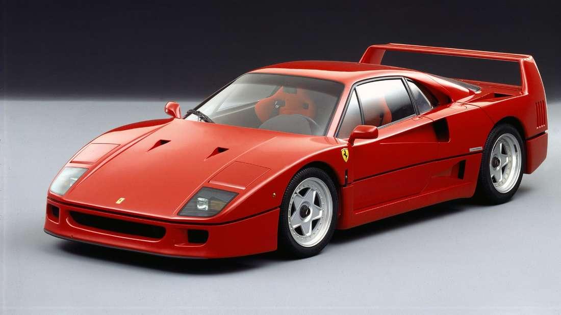 Ein roter Ferrari F40.