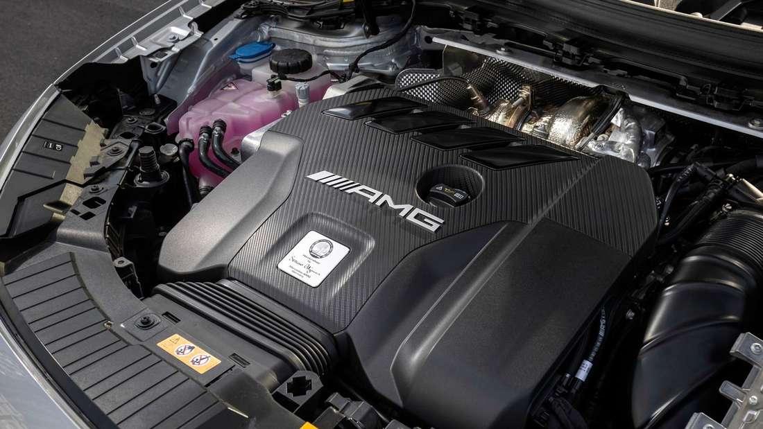 Motorraum eines Mercedes-AMG GLA 45 S
