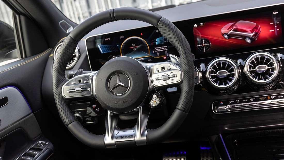 Cockpit-Aufnahme eines Mercedes-AMG GLA 45 S