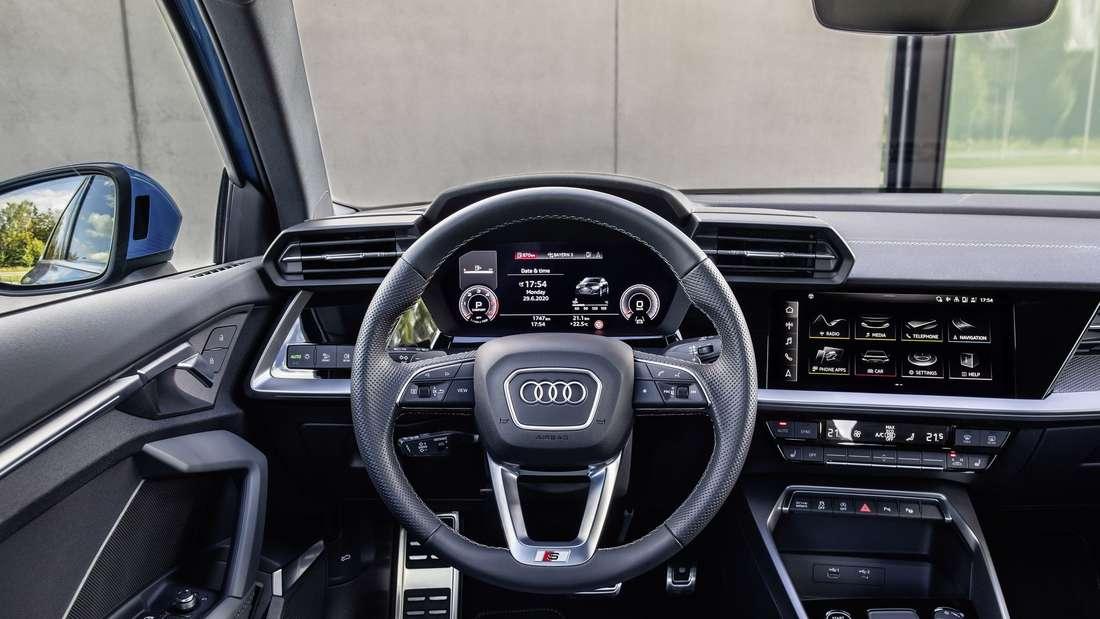 Blick ins Cockpit einer Audi A3 Limousine.