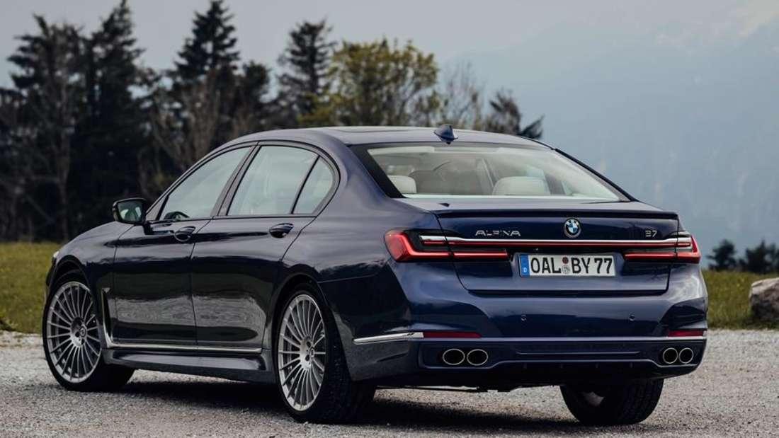 Standaufnahme eines BMW Alpina B7 von schräg hinten