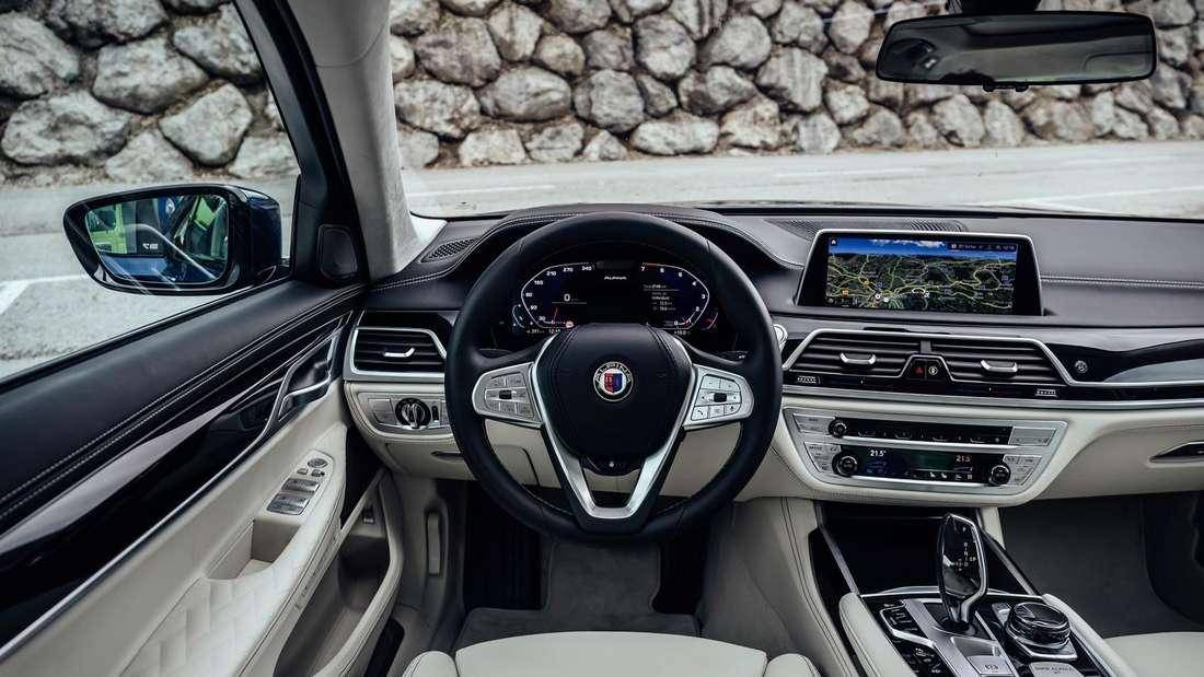 Cockpit-Aufnahme eines BMW Alpina B7