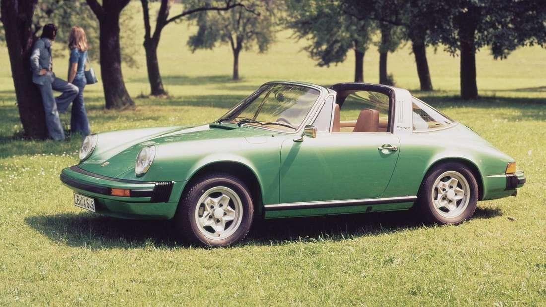 """Ein Porsche 911 Targa S 2.7 Targa (MJ 1975) in """"Giftgrün""""."""