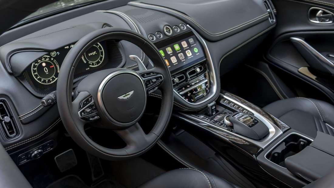 Blick in den Innenraum eines Aston Martin DBX der ersten Generation.
