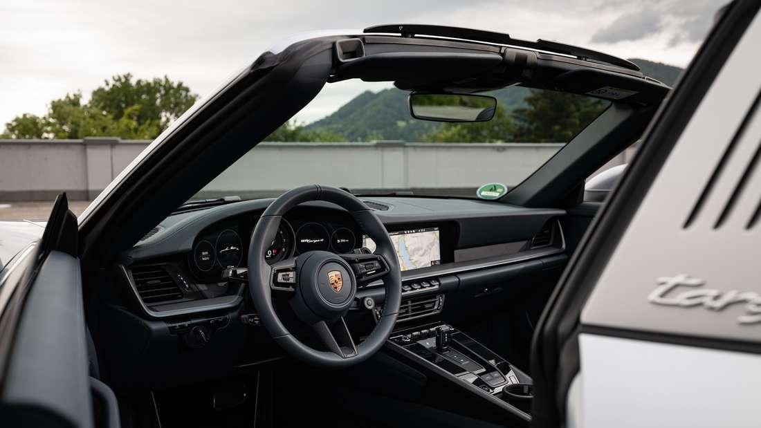 Cockpit-Aufnahme eines Porsche 911 Targa 4S