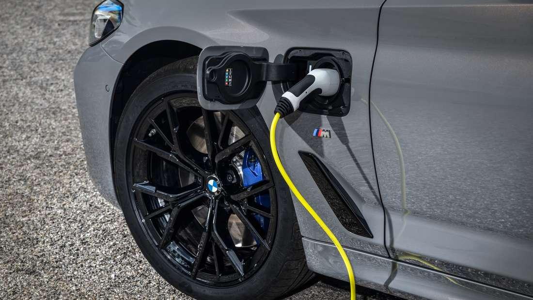 Ladevorgang eines BMW 545e xDrive