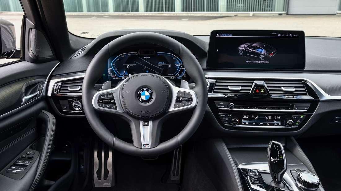 Cockpit-Aufnahme eines BMW 545e xDrive
