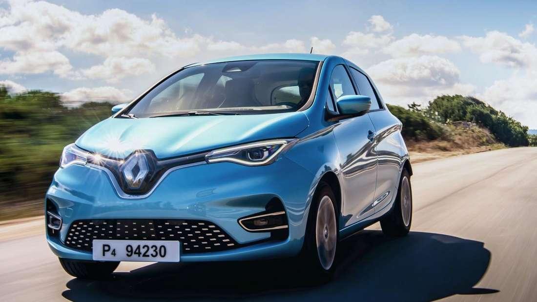 Fahraufnahme eines Renault Zoe von schräg vorn