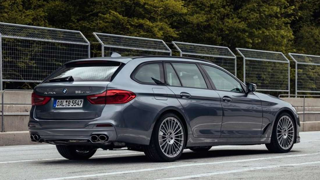 Standaufnahme eines BMW Alpina B5 Touring von schräg hinten