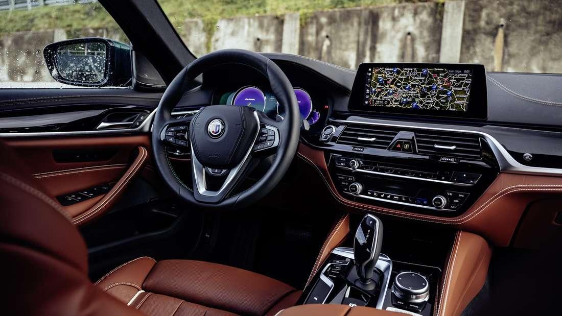 Cockpit-Aufnahme eines BMW Alpina B5