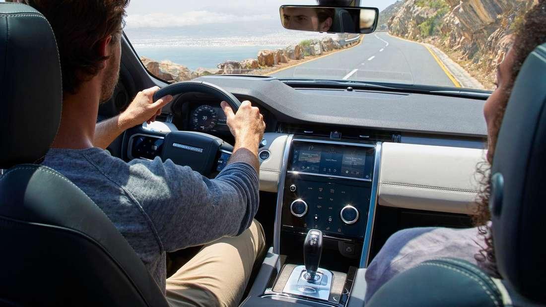Cockpit-Aufnahme des Land Rover Discovery Sport