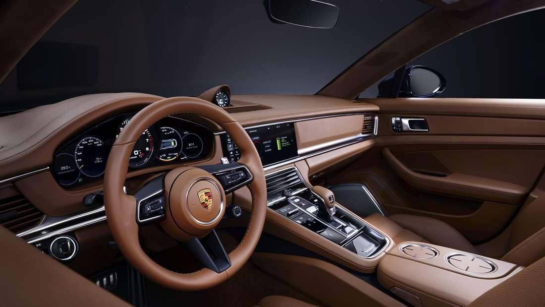 Blick in den Innenraum eines Porsche Panamera der zweiten Generation nach dem Facelift.