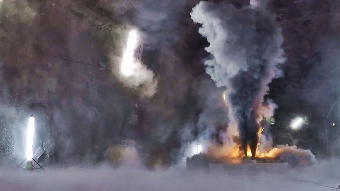 Ein Batteriemodul wird kontrolliert verbrannt