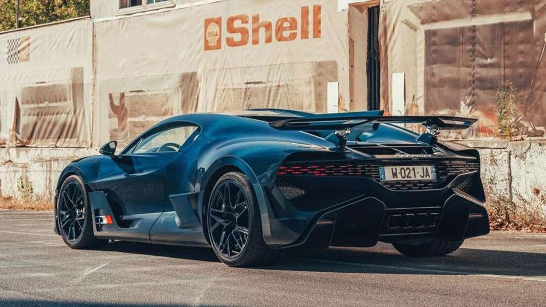 Standaufnahme eines Bugatti Divo von schräg hinten
