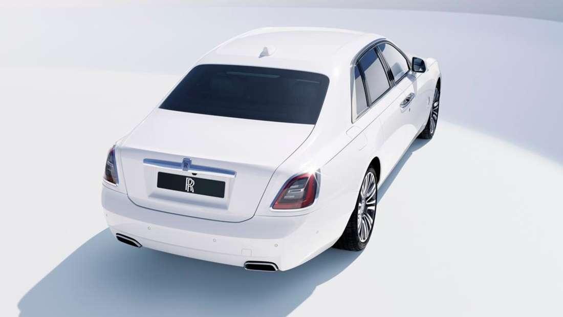 Studioaufnahme eines Rolls-Royce Ghost von schräg hinten